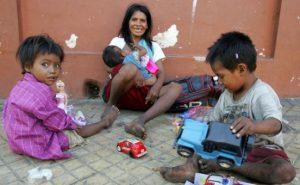 Indigene Kinder auf der Straße