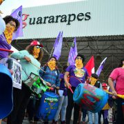 #8M-Brasilien: Frauen legen Produktion in Textilfabrik lahm