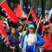 Streikende Lehrer*innen blockieren Flughafen von Oaxaca
