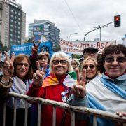 Tausende Demonstrant*innen gegen die Regierung Macri