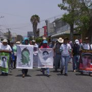 Demonstration der Angehoerigen in Chilpancingo Hauptstadt von Guerrero - Foto: diwa-film