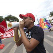 Unterstützt von Pitbulls, Predigern und Fake News greift Bolsonaro nach der Macht