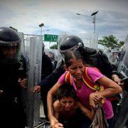 Mexikanische Bundespolizei setzt Tränengas gegen Migrant*innen ein