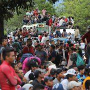 Fünf Karawanen aus Zentralamerika ziehen weiter Richtung Norden