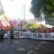 """Wem gehört die Welt? Der G20-Gipfel und der alternative """"Cumbre de los Pueblos"""" in Buenos Aires"""