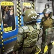 Ausnahmezustand in der Hauptstadt, Regierung nimmt Erhöhung der Metro-Gebühren nach Protesten zurück