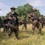 Paramilitärs marschieren in Bojayá, Chocó ein