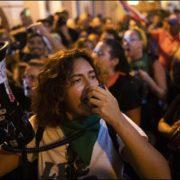 Demonstrant*innen fordern Rücktritt von Gouverneurin Vázquez