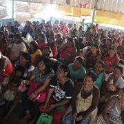 Indigene Munduruku übersetzen Informationen zum Coronavirus