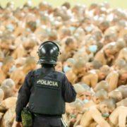 Pandemie, Enge und Repression