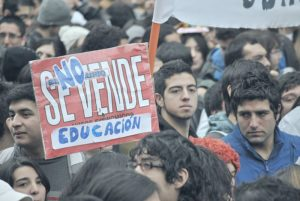 Movilización estudiantil de 2011 en Chile: marcha del 30 de junio de 2011. https://commons.wikimedia.org/wiki/Flickr https://www.flickr.com/people/57358582@N00