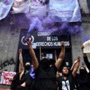 Aktivistinnen besetzen Menschenrechtskommission