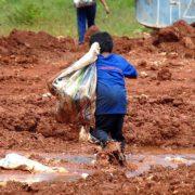 Alle 14 Tage stirbt ein Kind bei einem Arbeitsunfall