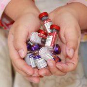 Skandal um vorzeitige Impfung hochrangiger Politiker*innen
