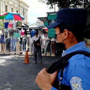 Polizistin im Zentrum San Salvadors